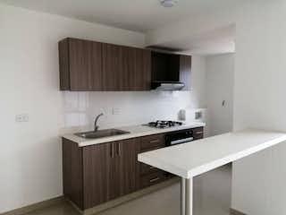 Una cocina con una estufa de fregadero y armarios en Apartamento en venta en Cabañitas, de 64,34mtrs2