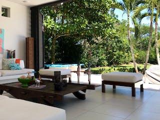 Una sala de estar llena de muebles y una ventana en Casa en venta en Casco Urbano Anapoima, de 2800mtrs2