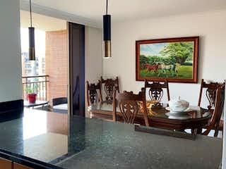 Una sala de estar llena de muebles y una televisión de pantalla plana en APARTAMENTO EN VENTA ENVIGADO OTRAPARTE