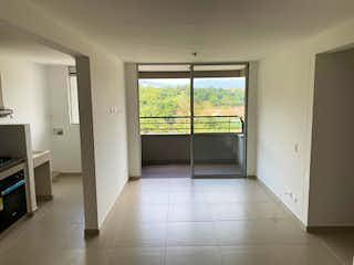 Un cuarto de baño con ducha y una ventana en Apartamento en Venta EL PORVENIR
