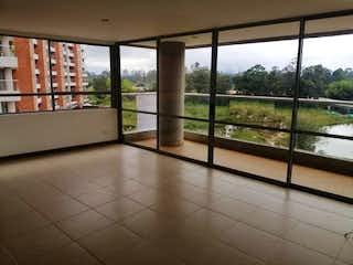 Un baño con un gran ventanal y un gran ventanal en Apartamento en Venta MUNICIPIO RIO NEGRO