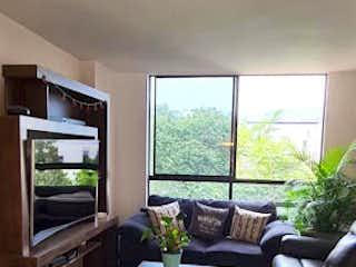 Una sala de estar llena de muebles y una televisión de pantalla plana en Apartamento en Venta SAN DIEGO