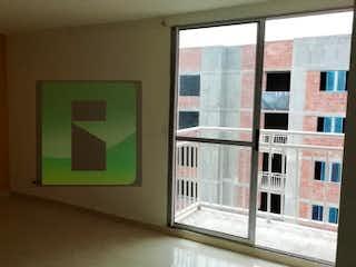 Una habitación con una ventana y una ventana en Apartamento en Venta BELLO
