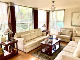 Una sala de estar llena de muebles y una ventana en Casa en venta en Romero de Terreros de 230mts