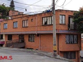 Un edificio de ladrillo con un letrero en la calle en No aplica