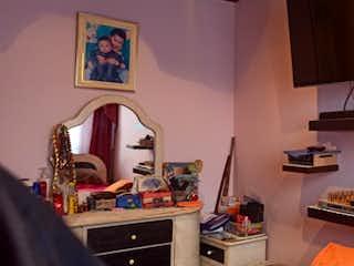 Una habitación que tiene una mesa y sillas en ella en Casa en venta en Nuevo Muzu de 62mts