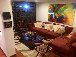 Una sala de estar llena de muebles y una televisión de pantalla plana en Casa en venta en Contador de 5 hab.
