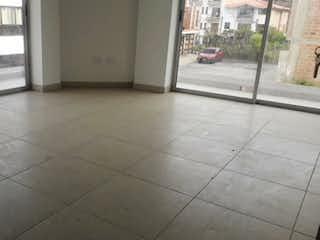 Una foto en blanco y negro de un baño en Apartamento en venta en Casco Urbano El Carmen De Viboral 120m²