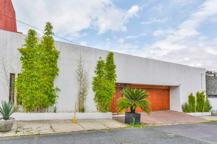 Portada Casa en venta en Jardines del Pedregal, 671 m² con jardín