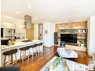 Una sala de estar llena de muebles y una chimenea en ESPECTACULAR APARTAMENTO DE 1 HABITACIÓN – VENTA – Cra 19C Cll 86 – VIRREY