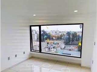 Un cuarto de baño con un espejo y una ventana en Departamento en Venta en Jardin Balbuena Venustiano Carranza