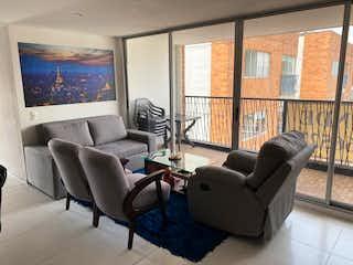 Una sala de estar llena de muebles y una gran ventana en VENTA APARTAMENTO EN VILLAS DEL CARMEN