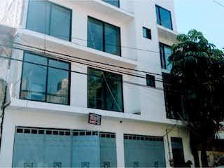 Un edificio con un gran ventanal delante de él en Departamento en venta en Santa úrsula Coapa 76m² con Gimnasio...