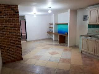 Un cuarto de baño con lavabo y ducha en Se Vende Apartamento en San Joaquin, Medellin
