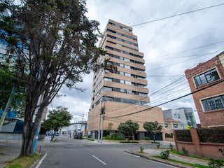 Una calle de la ciudad llena de edificios y árboles en Apartamento En Venta En Bogota Teusaquillo