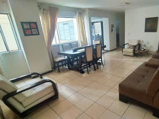 Una sala de estar llena de muebles y una ventana en  VENTA APARTAMENTO EN  CENTRO CON LA PLAYA