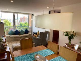 Una sala de estar llena de muebles y una televisión de pantalla plana en Apartamento en venta en Santa Bárbara Oriental, 82mt con balcon