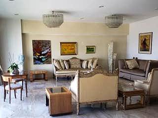 Una sala de estar llena de muebles y una mesa en Departamento en Venta en Bosques de las Lomas Cuajimalpa de Morelos