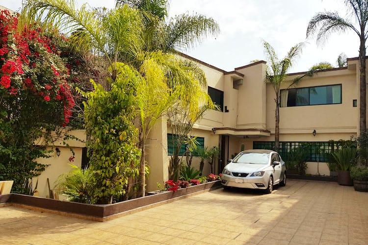 Portada Casa en venta en Jardines del Pedregal, 906 m² con jardín