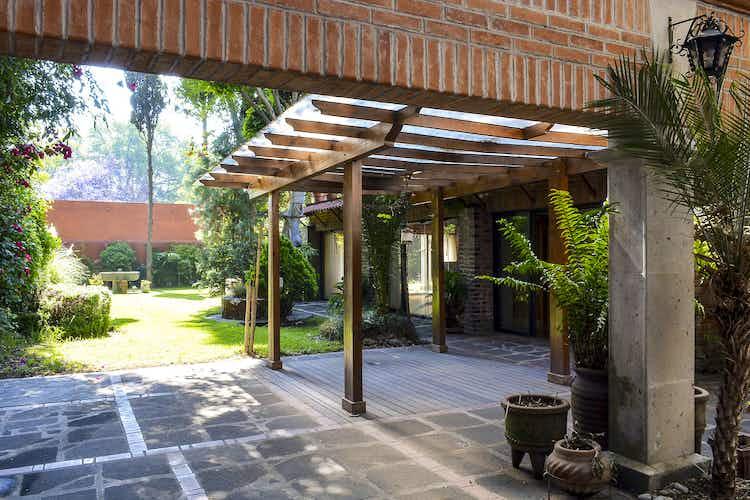 Portada Casa en venta en Barrio Santa Catarina, 451 m² con jardín