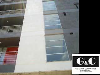 Un edificio de ladrillo alto con un reloj en él en Apartamento en Venta CALASANZ