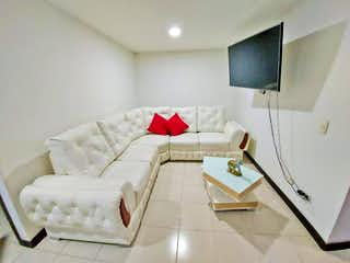 Una sala de estar llena de muebles y una televisión de pantalla plana en Apartamento en venta en Santa Lucía, 44mt con terraza