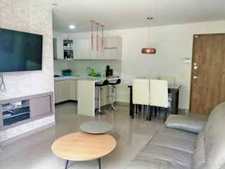 Una sala de estar llena de muebles y una televisión de pantalla plana en Apartamento en venta en Los Colores, 94mt con balcon
