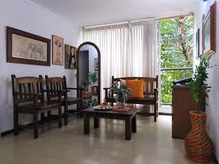 Una sala de estar llena de muebles y una ventana en Apartamento en venta en Las Flores, 50mt con balcon