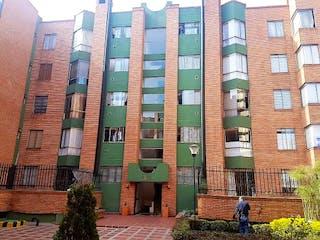 Un edificio alto sentado frente a un edificio alto en Apartamento en venta en Caobos Salazar de 3 alcobas
