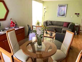 Una sala de estar llena de muebles y una televisión de pantalla plana en HERMOSO DEPARTAMENTO EN PORTALES SUR