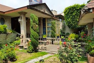 Casa en venta en Cantil del Pedregal, 1,035 m² con jardín