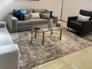Una sala de estar llena de muebles y una mesa en ACOGEDORA CASA EN CONDOMINIO EN VENTA EN TETELPAN