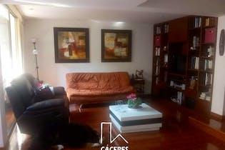 Casa En Venta En Bogota La Colina Campestre, cuenta con 4 habitaciones y 3 baños.