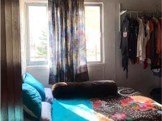 Una cama sentada en un dormitorio junto a una ventana en Departamento en Venta en Miguel Hidalgo Tlalpan