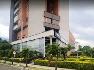 Una esquina con un edificio en el fondo en APARTAMENTO EN MODERNO CON TODAS LAS COMODIDADES