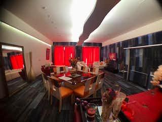 Una sala de estar llena de muebles y una chimenea en Departamento en venta en Tabacalera con Jardín...