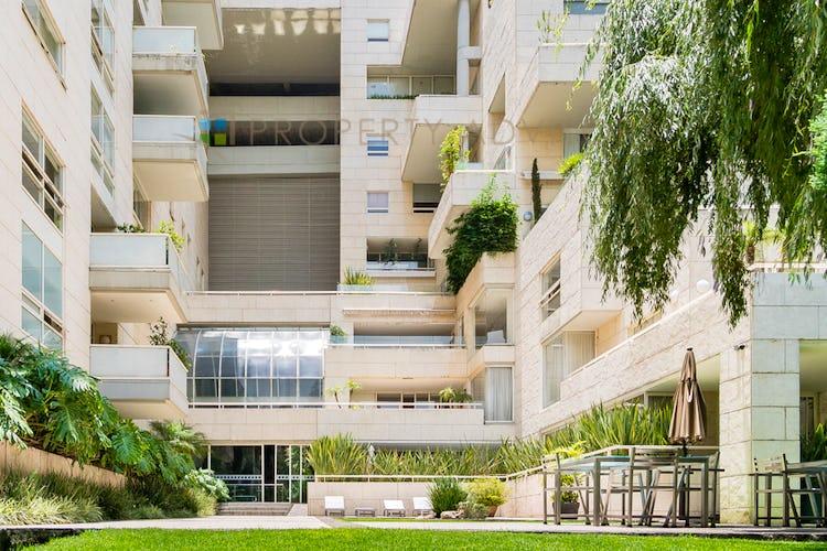Portada Departamento en Lomas de Chapultepec con balcon