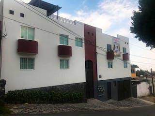 Un gran edificio con un montón de ventanas en Casa en venta en Cruz Del Farol, 90m²
