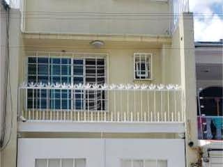 Una imagen de un edificio con una ventana en Casa en Venta en El Rosario Azcapotzalco