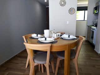 Una mesa de comedor con una mesa y sillas en Departamento en venta en Granjas México, 47m² con Gimnasio...