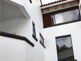 Una foto en blanco y negro de una sala de estar en Casa en Venta en Pueblo San Nicolas Totolapan La Magdalena Contreras