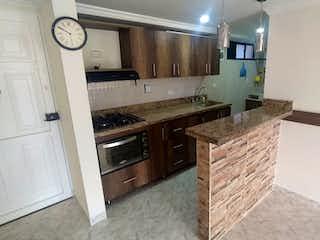 Una cocina con una estufa, un fregadero y un reloj en Apartamento en venta en La Candelaria 52m² con Balcón...