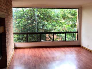 Una ventana que está en la esquina de una habitación en Apartamento En Venta En Bogota Rosales