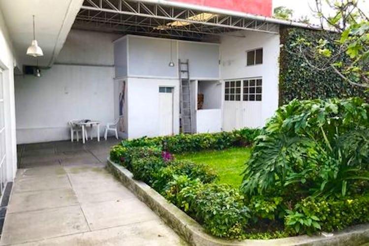 Portada Casa en venta en Las Águilas, 724m2 con jardín