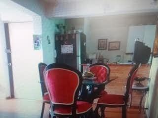 Una imagen de una habitación con una mesa y sillas en APARTAMENTO EN BELEN RINCON