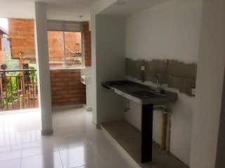 Un cuarto de baño con lavabo y un espejo en Apartamento en Venta SABANETA