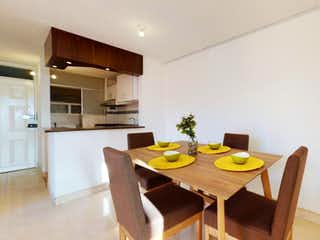 Una cocina con una mesa de comedor y sillas en Apartamento en venta en San Isidro, 51m²
