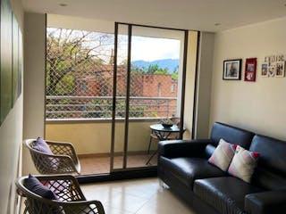 Una sala de estar llena de muebles y una gran ventana en Apartamento en venta en El Tesoro de 68m² con Piscina...