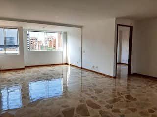 Una vista de una sala de estar con una puerta de cristal en Makarela