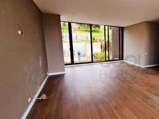 Una vista de una sala de estar y una sala de estar en Casa en venta en Yerbabonita Bosque Nativo /Sopo